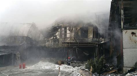 Update: Strong fire burns down famous Bamboo Club in